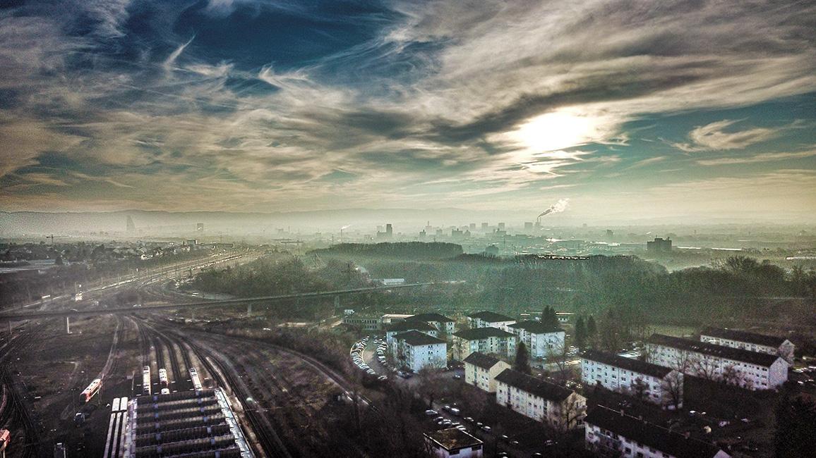 Basel im Herbstnebel, Drohnenaufnahme