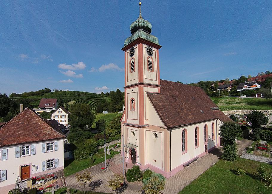 Drohnenaufnahme St.Leodegar Kirche  Bad Bellingen