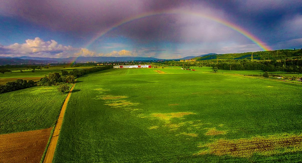Regenbogen, Drohnenaufnahme.