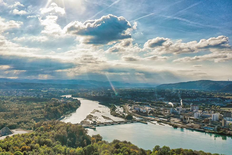 Kraftwerk Rheinfelden mit dahinter gelegener Industrie