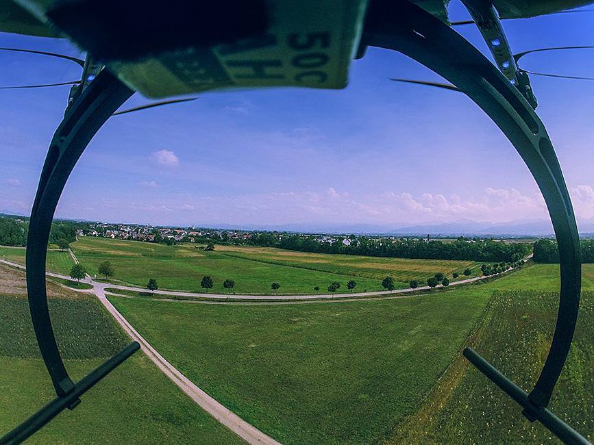 wenn die GoPro  mit Gummis an dem Kopter befestigt ist :)