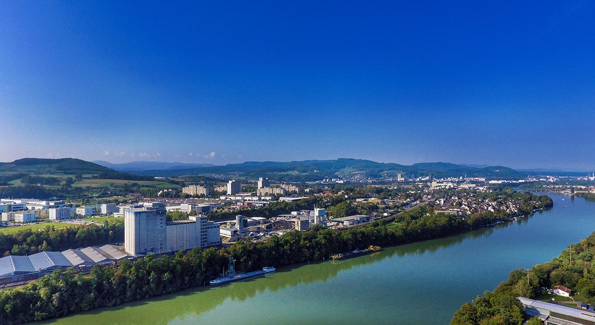 Blick über den Rhein auf das schweizerische Augst