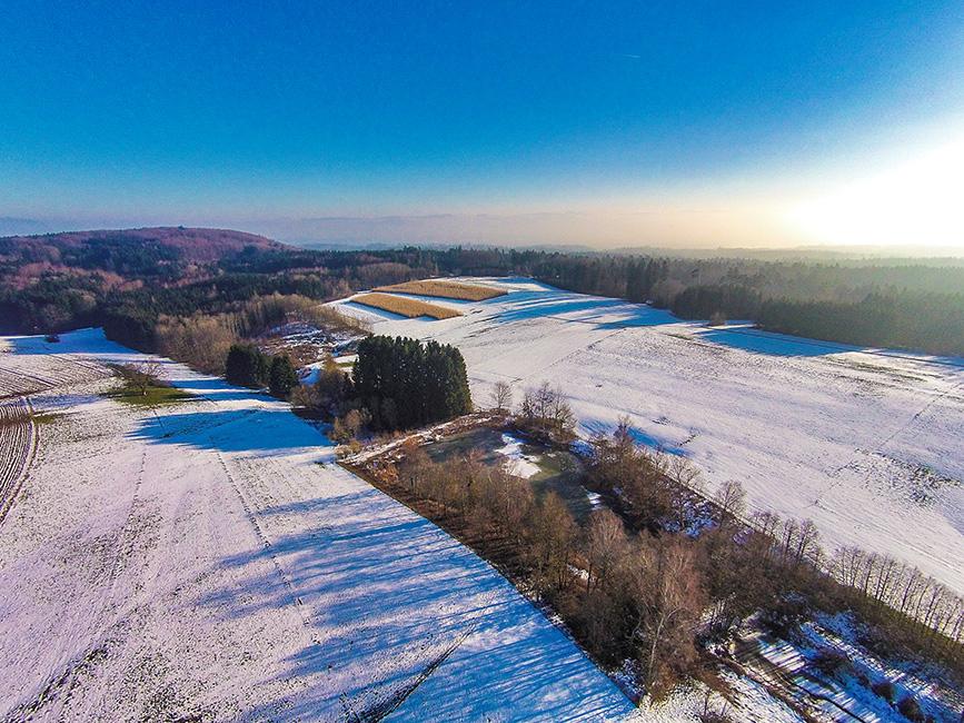 Winterlandschaft in Nordschwaben bei Rheinfelden, Drohnenaufnahme.