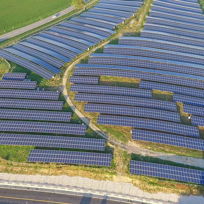 """Solarpark auf einer ehem. Mülldeponie """"Drohnenaufnahme"""""""