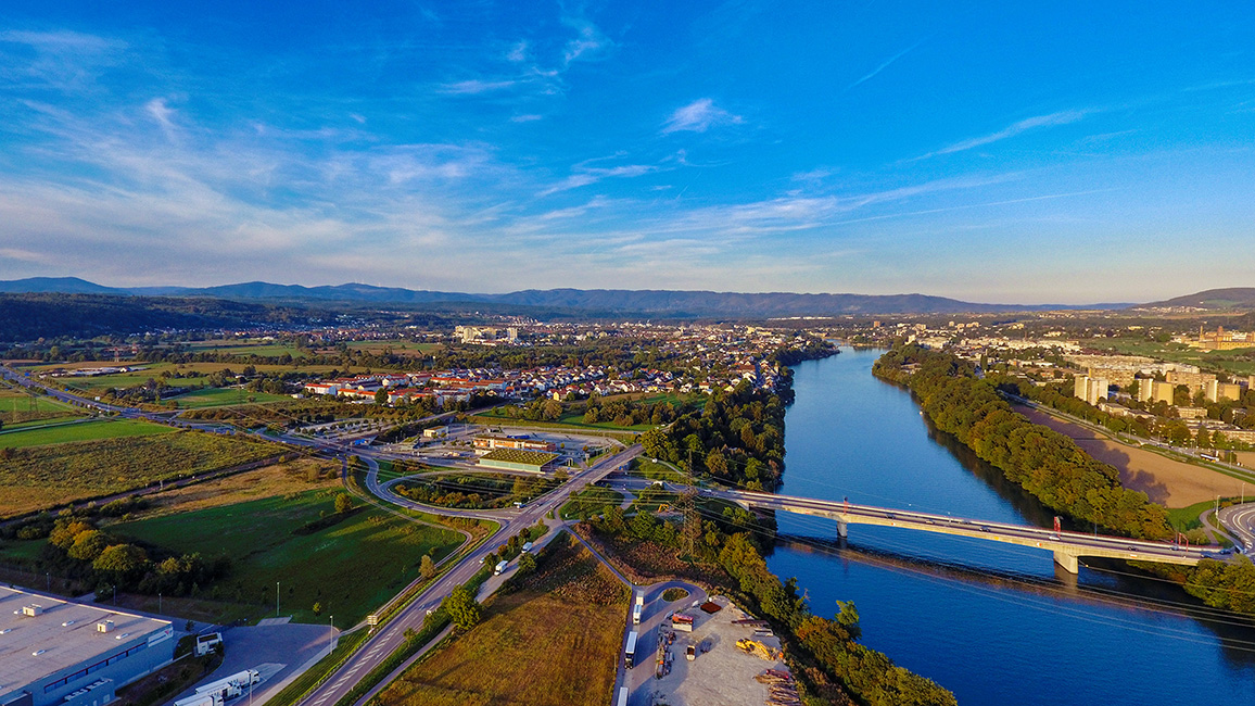 Drohnenaufnahme der A98 Autobahnbrücke b. Rheinfelden