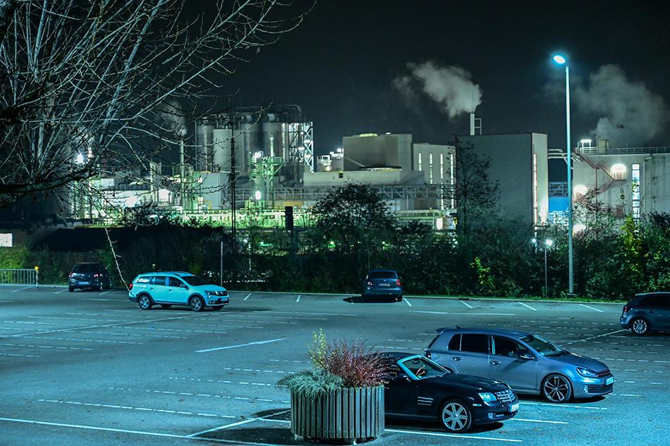 Nachtaufnahme  der    Evonik Industries  in Rheinfelden